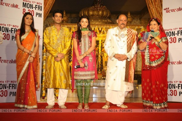 Cast of Zee TV''s Yahan Mein Ghar Ghar Kheli serial music launch, Film City