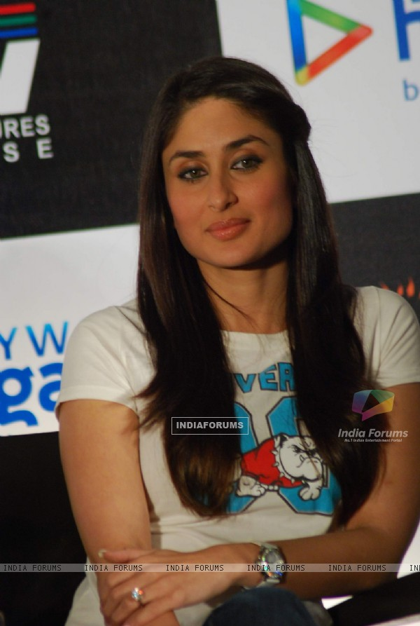 Kareena Kapoor at press meet for Kurbaan at JW Marriott (82105)