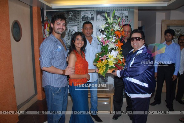 Bappi Lahiri records for Mithun Chakraborty and Mimoh''s untitled film at Empire studio