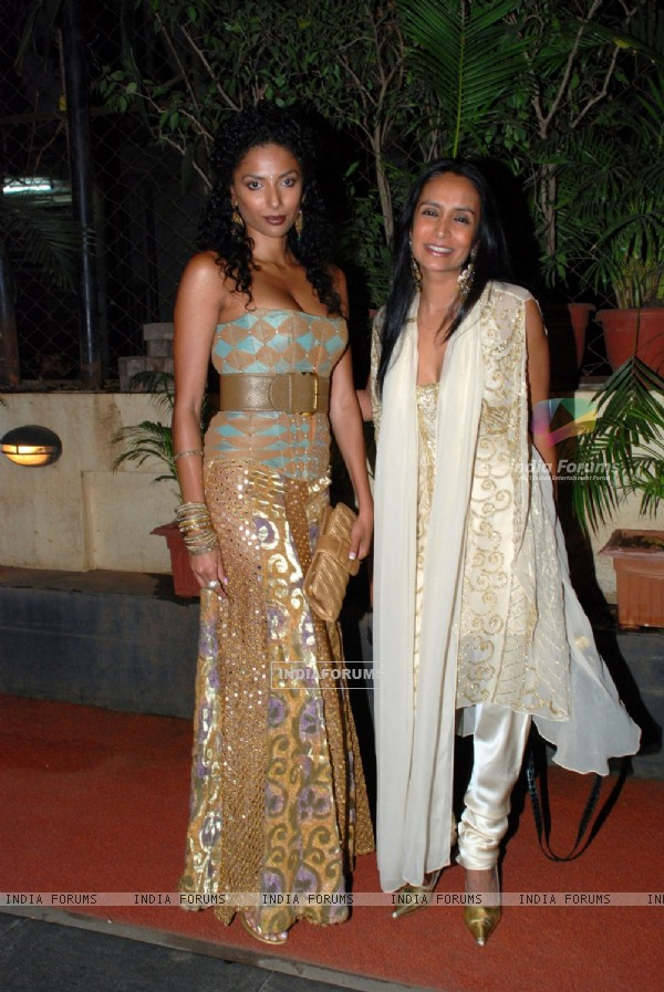 Diandra with Suchitra at Isha Koppikar''s sangeet at Mayfair rooms