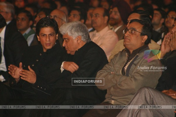 "Delhi CM Sheila Dikshit, Bollywood Actor Shahrukh Khan and Union Ministers P Chidambaram and Ajay Maken at a programme ""Nantion''s Solidarity Against Terror"" (An Event at the India Gate to send strong message against Terrorism) on"