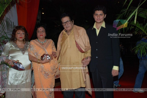 Manoj Kumar at Isha Koppikar''s wedding reception