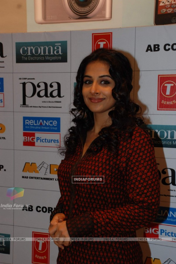 "Vidya Balan promotes her film ""Paa"" at Cromo store in Goregaon on 29th Nov 2009"