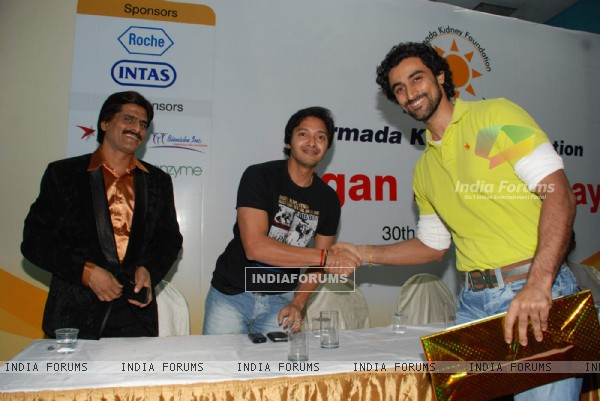 Kunal Kapoor, Shreyas Talpade and Ishan Qureshi at Namrada Kidney Donation event at Khar Gymkhana