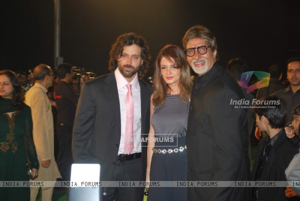 "Bollywood actors Hrithik Roshan with wife Suzanne and Amitabh Bachchan at the premiere of film ""Paa"""