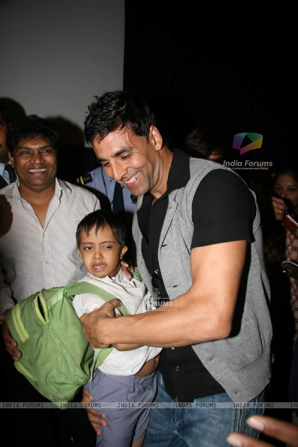 Johny Lever and Akshay Kumar at De Dana Dan Special Screening for Kids, PVR Goregaon (IANS: Photo)