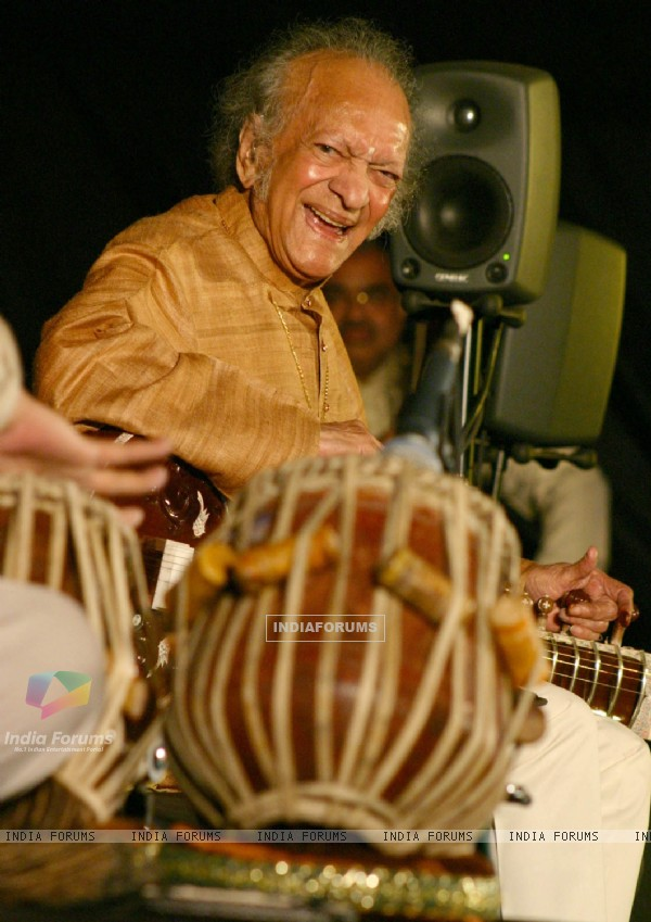 Sitar player Pt Ravi Shankar at the concert ''''Music in the Park'''', in New Delhi on Saturday (IANS: Photo)