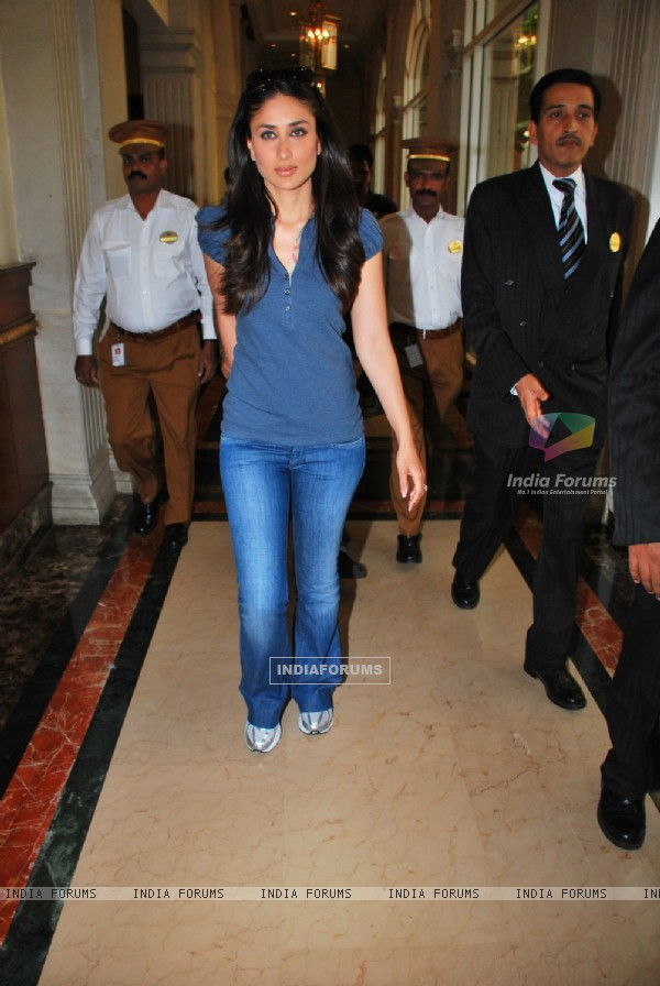 Kareena Kapoor at the press meet of 3 IDIOTS