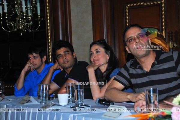 Sharman Joshi, R Madhavan, Kareena Kapoor and Vidhu Vinod Chopra at the press meet of 3 IDIOTS