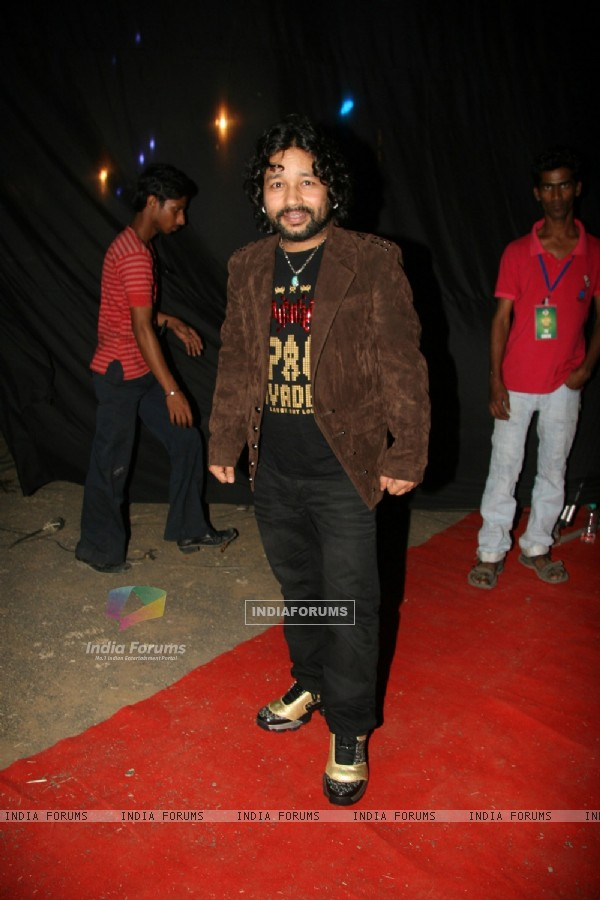 Kailash Kher at the 3 idiots star cast at Saregama 1000th Episode Bash at Andheri, Mumbai