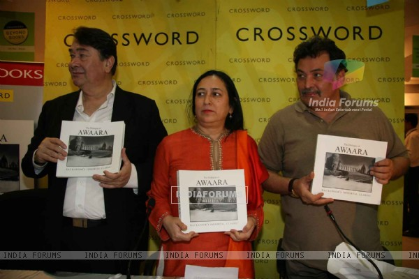 Randhir and Rishi kapoor at the Awara book launch at Crossword