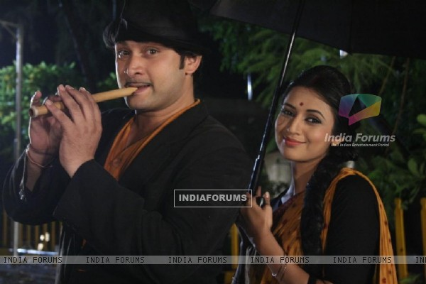 Divyanka and Rajesh act in a song Mera Joota Hai Japani