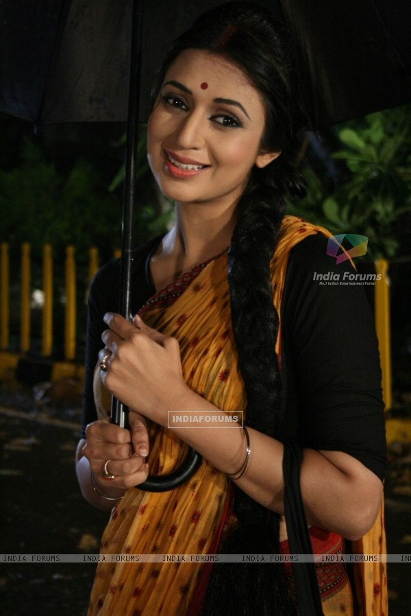 Divyanka Tripathi act as Nargis from movie Shree 420