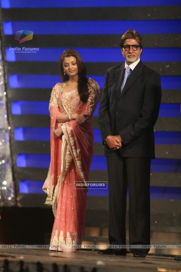 Aishwarya Rai and Amitabh Bachan at Police Show at Andheri Sports ...