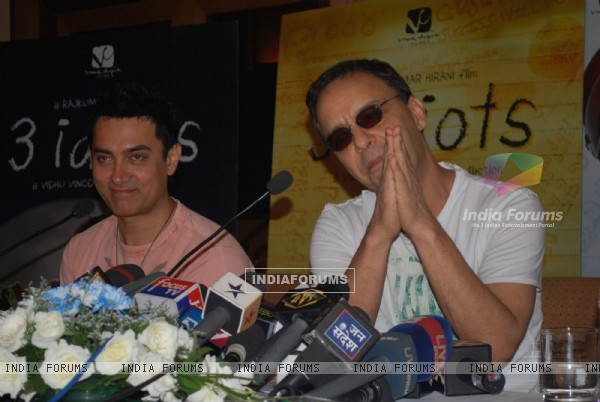 "Bollywood actor Aamir Khan at the press meet of ""3 Idiots"" meet at Taj Land''s End"