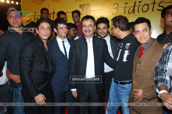 Shahrukh Khan, Sharman Joshi, Madhwan, Vidhu Vinod Chopra and Aamir Khan at 3 Idiots Press Meet at IMAX Wadala (83353)