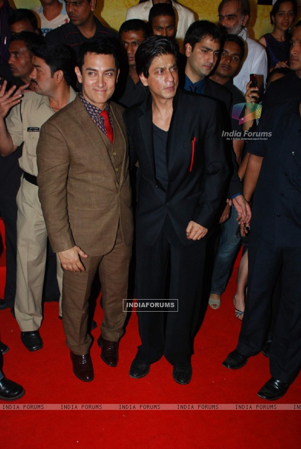 Aamir Khan and Shahrukh Khan at 3 Idiots Press Meet at IMAX Wadala