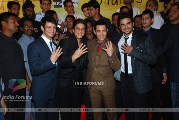 Sharman Joshi, Shahrukh Khan, Aamir Khan and Madhwan at 3 Idiots Press Meet at IMAX Wadala (83357)