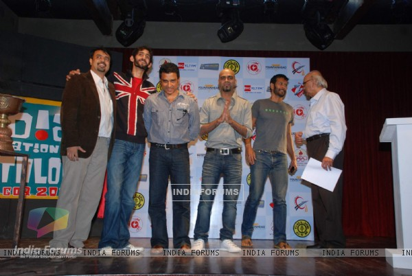 Raghu and Milind Soman at Announcement of India International Triathlon 2010