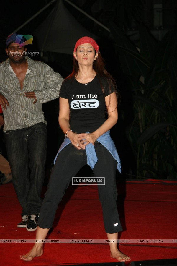 Anjana Sukhani Practices for Seduction 2010 show at Sahara Star