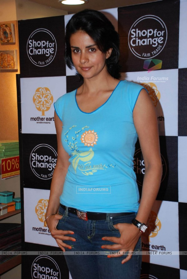 Gul Panag at Mother Earth''s tie up with Shop for Change
