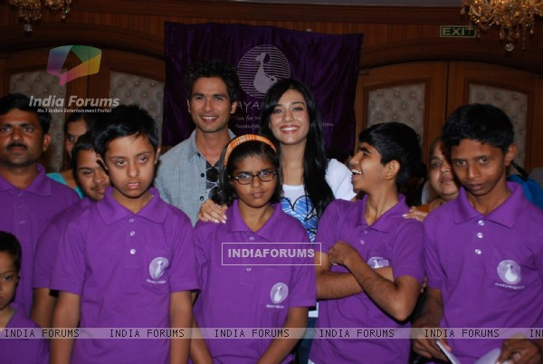 Shahid Kapoor and Amrita Rao at NGO Swayamsiddh Marathon press meet in Le Meridien