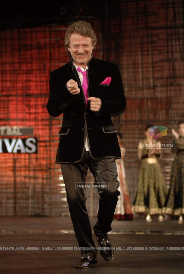 Rohit Bal creates Magical fashion at Chivas Studio in Grand Hyatt Mumbai on Sunday Night