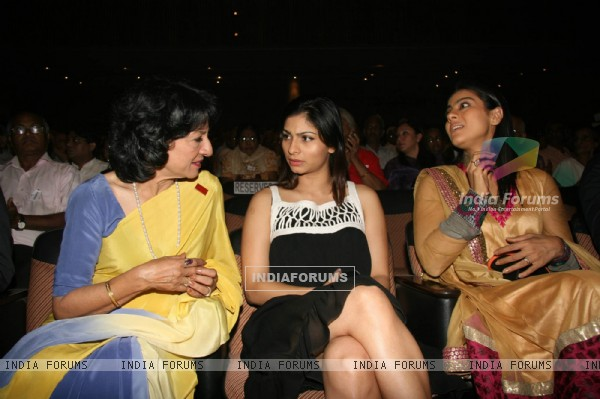 Tanuja, Tanisha Mukherjee and Kajol come together for