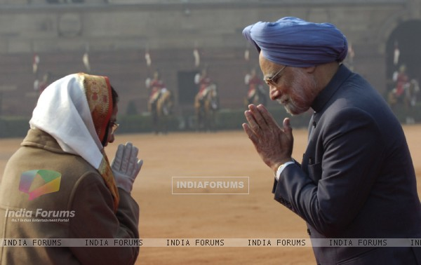 Prime Minister Manmohan Singh and President Pratibha Patil exchange greetings after the ceremonial welcome of the visiting South Korean President Lee Myung-Bak at the Rashtrapati Bhavan in New Delhi on Monday