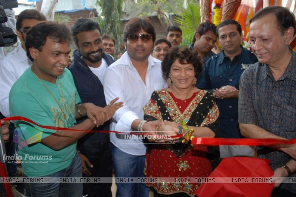 Saroj Khan launches Dance Rehearsal Hall at Laxmi Industrial Estate