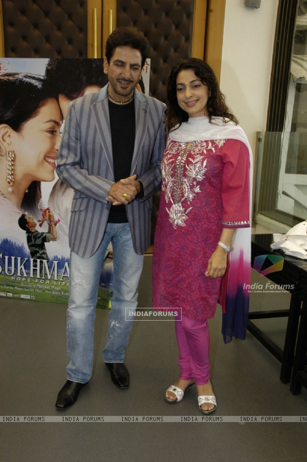 Film India Mann http://www.india-forums.com/celebrity/241/juhi-chawla/event/pictures/84452-bollywood-actor-gurdas-maan-and-juhi-chawla-pose-for-the-photogr.htm