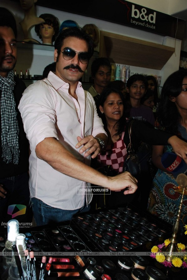 Arbaaz Khan launches Bharat N Dorris Store at Bandra