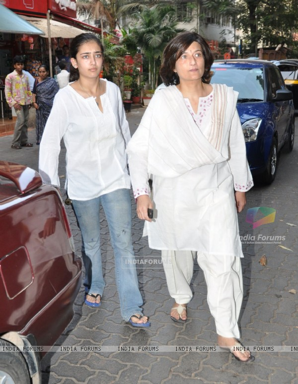 Celebrities at Aamir Khan father funeral pic