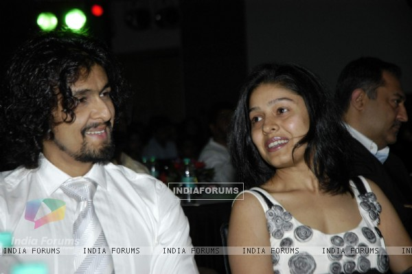 Singer Sonu Nigam and Sunidhi Chauhan at Big Mumbaikar Awards