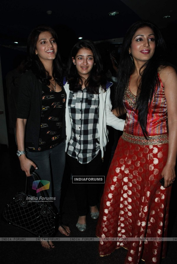 Shruti Hassan at Siddharth''s special screening of film Striker
