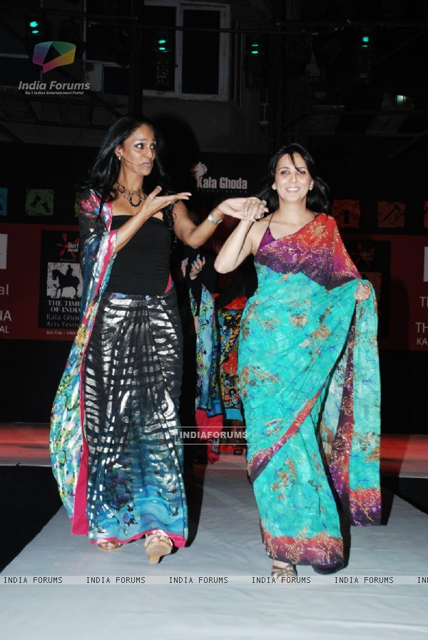 Suneeta Rao with Khusnooma at Kala Ghoda Fashion Show in Mumbai