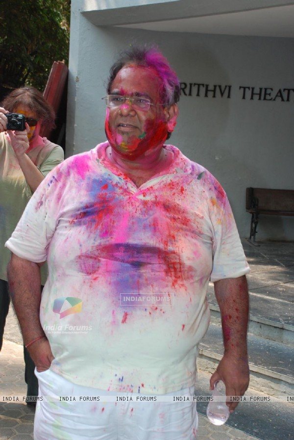 Satish Kaushik play Holi at Azmi House