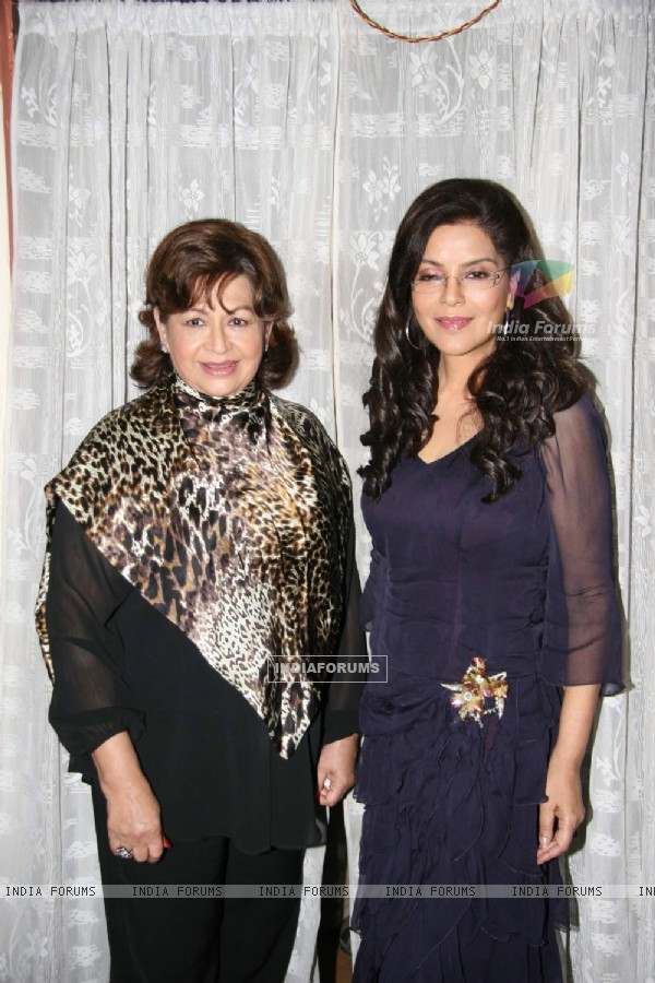 "Helen and Zeenat Aman on the Sets of Film ""Dunno Y Na Jaane Kyun"" at Andheri"