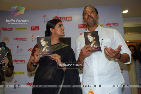 "Nana Patekar at Sonali Kulkarni''s book launch ""So Kul"" at Crosswords, Juhu"