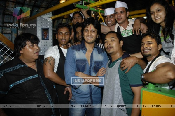 Actor Ritesh Deshmukh inaugurating Mumbai''s first indoor and air conditioned food street called ''Khau Gall''