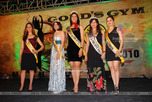 Contestants at Gold''s Gym Miss Fit ''n Fab Contest 2010