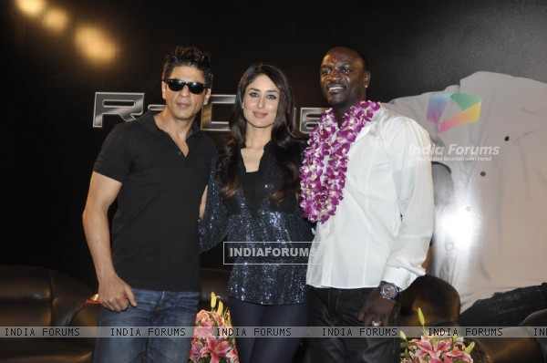Shahrukh Khan, Akon & Kareena Kapoor pose at a press conference of their forthcoming movie RaOne held in Mumbai today Singer Akon is in Mumbai to record a song for RaOne