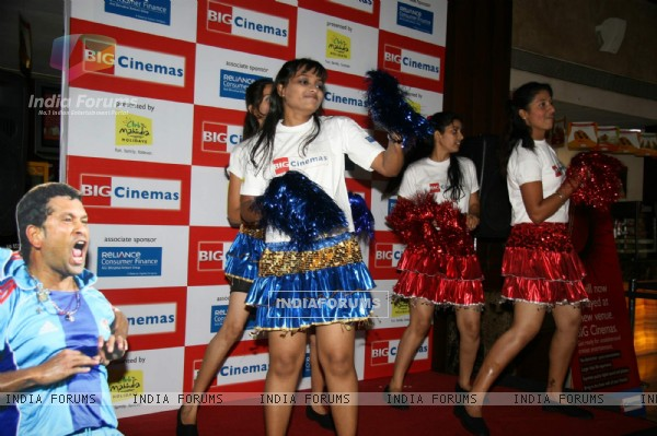Cheerleaders at Metro cinema