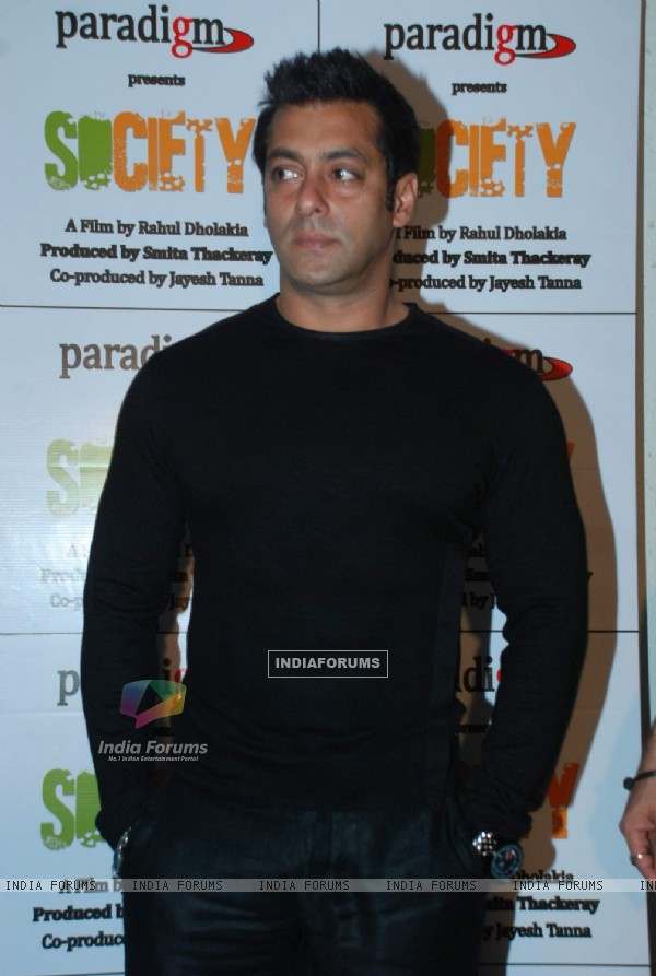 Salman Khan at Smita Thackeray''s Film Mahurat Society at Four Bungalows