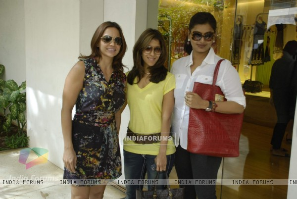 Guest at Surily Goel''s IPL collection launch at Ensemble