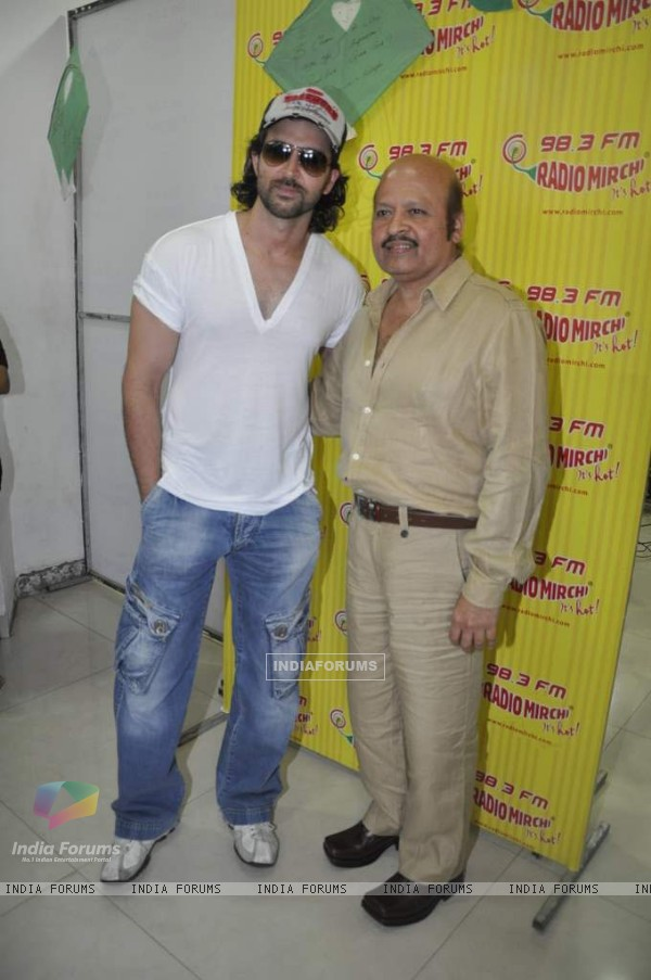 Hrithik Roshan promote kites on Radio Mirchi at Parel (86364)