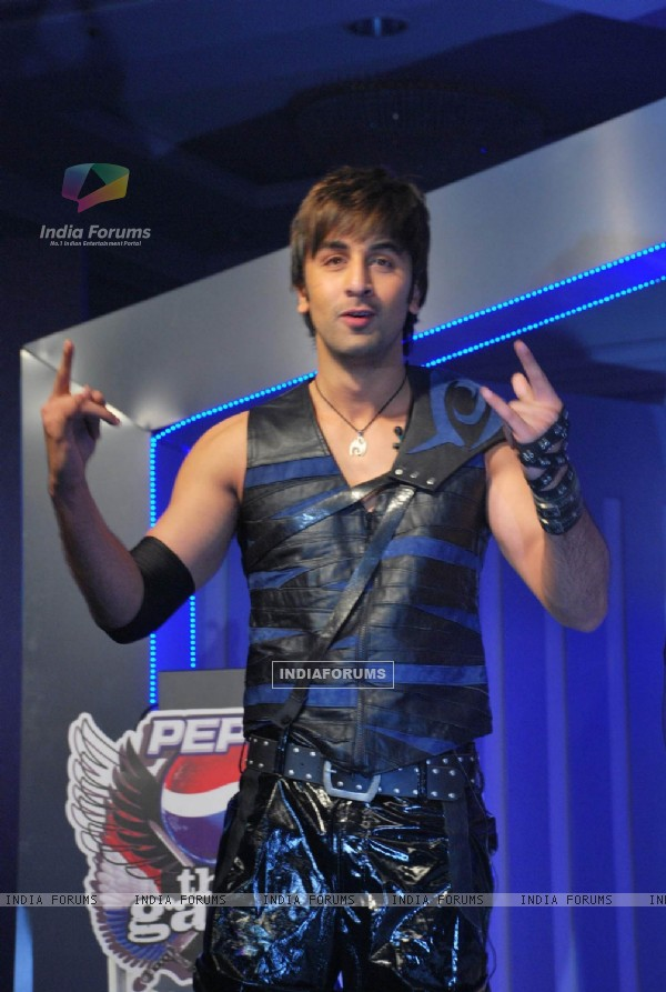 Ranbir unveil Pepsi Game