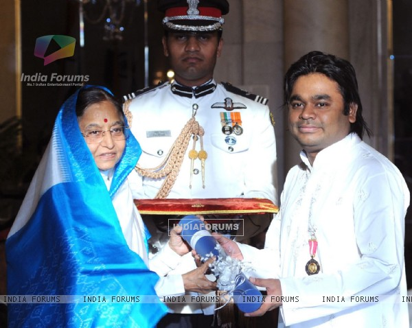 The President, Pratibha Devisingh Patil presenting Padma Bhushan Award to AR Rahman, at Rashtrapati Bhavan,on Wednesday