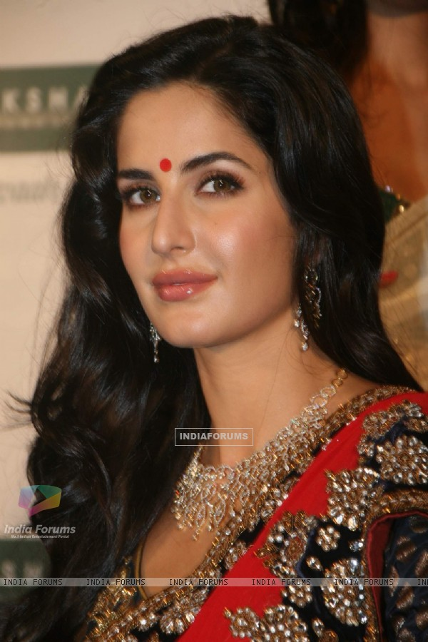 Katrina at Nakshatra Vivaah collection launch at Taj Land''s End