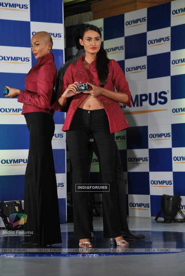 Kunal Kapoor with top models launch new Olympus camera at Taj Presient
